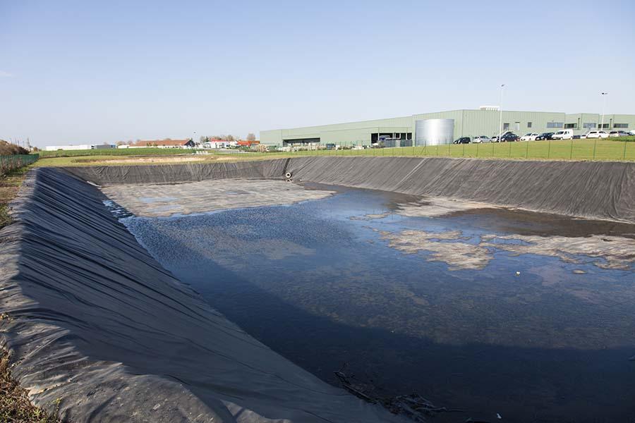 Bassin de stockage et réserve d'eau pour le milieu agricole