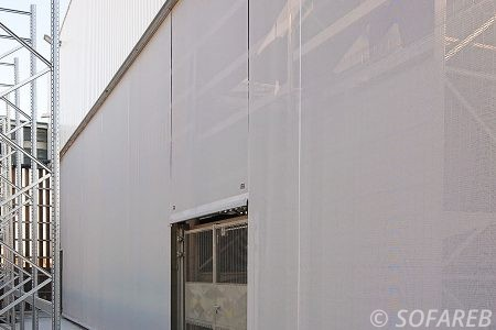 Vue de côté de la façade textile Leroy Merlin Niort 79
