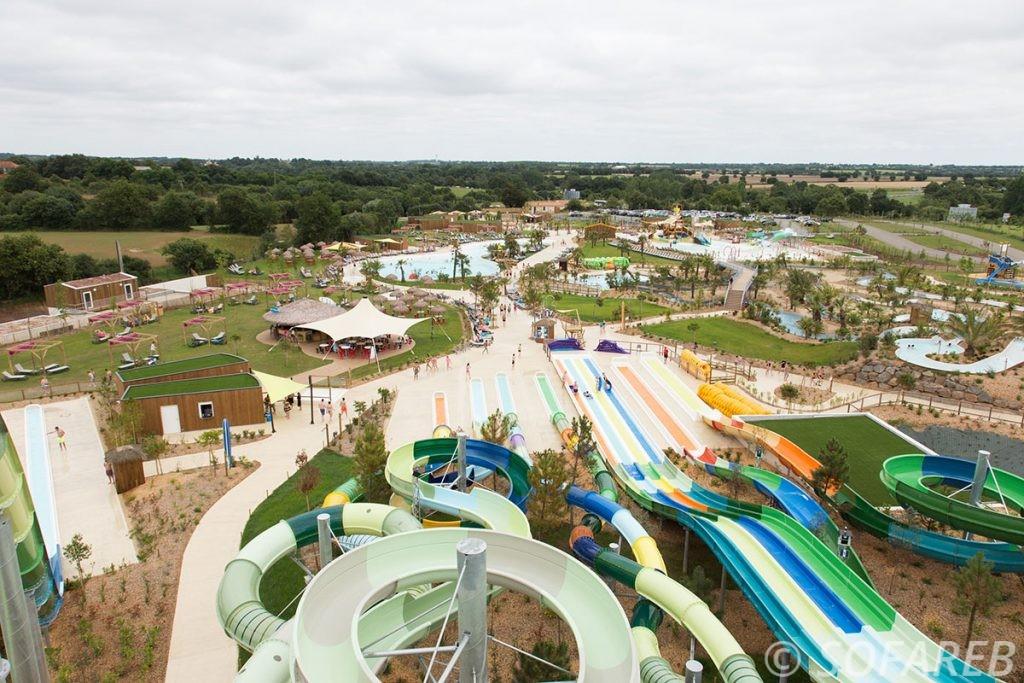 Vue densemble de tout le parc aquatique OGliss Park, avec tous les équipements textiles réalisées sur-mesure par lentreprise francaise Sofareb
