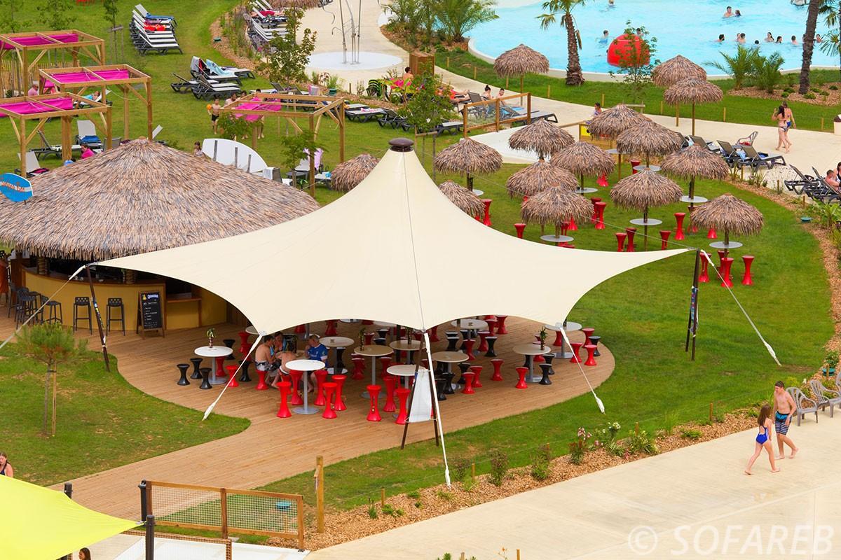 Voile d-ombrage blanc terrasse restaurant