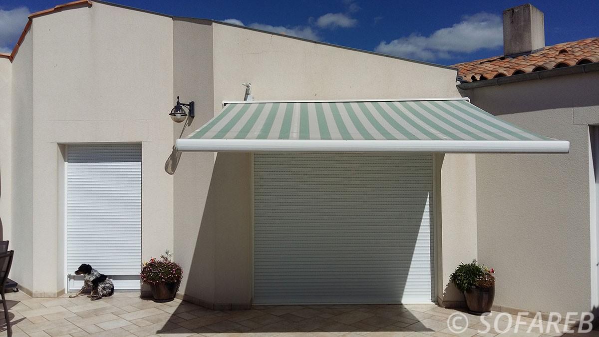 store ombrage devanture garage maison une place