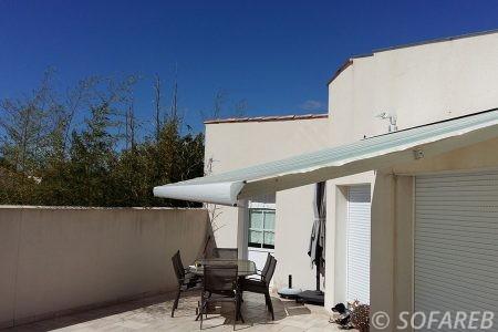 store blanc ombrage terrasse maison