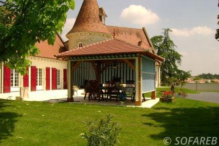 Store blanc et bleue verticale et depliable - terrasse couverte fabrication vendee store