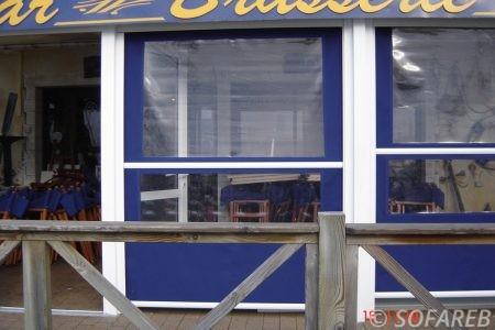 Store bleue et blanc plastique verticale - permet d'agrandir la terrasse