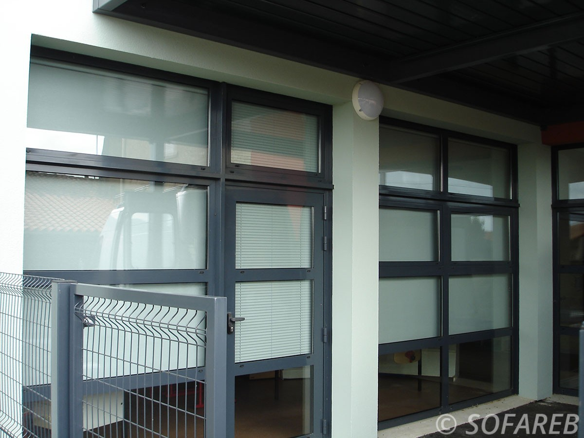 Store blanc et occultant - vertical fenetre intérieure