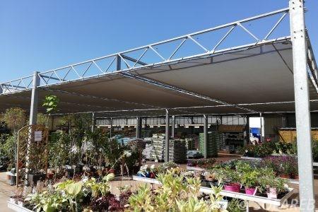 Brises-soleil-confectionnés-et-installes-par-Sofareb-au-magasin-vert-à-Fontenay-le-Comte-85