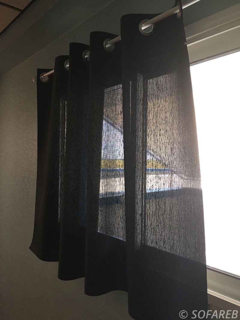 rideau noir fenetre interieure occultant du soleil