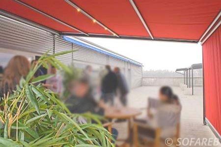 Store rouge ombrage haut et cote exterieur terrasse