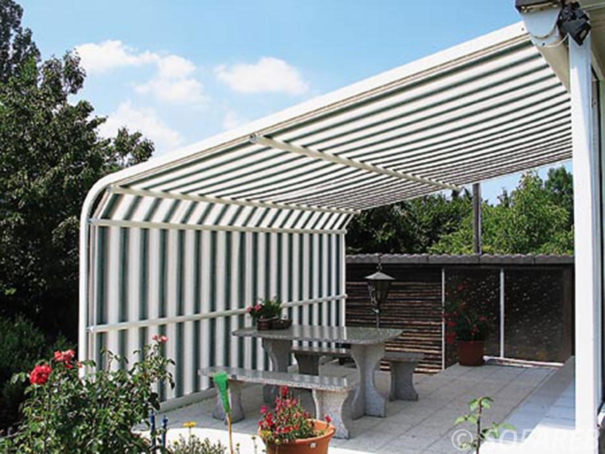 store vert et blanc sur terrasse - depliable a l horizontal et a la vertical fabrication vendee store