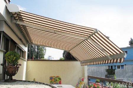 Store blanc et marron devanture terrasse et depliable