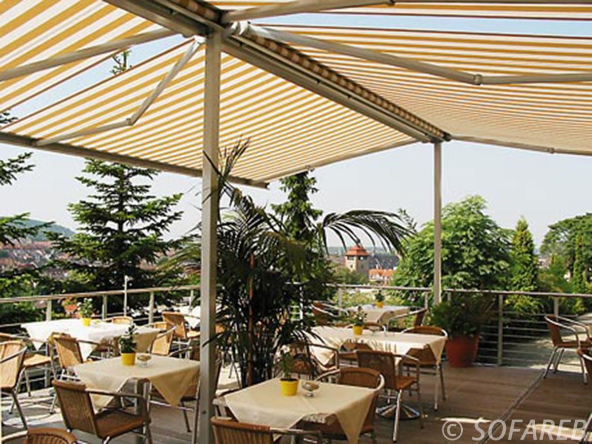 Velum blanc et jaune ombrage terrasse