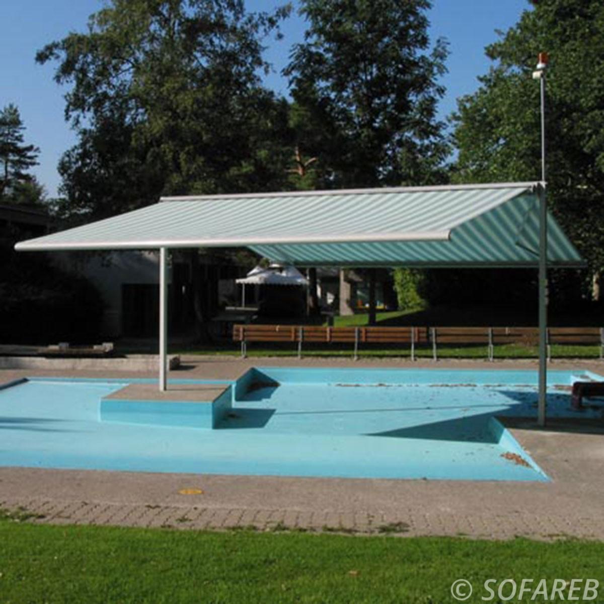 Velum blanc et bleue ombrage piscine fabrication vendee store