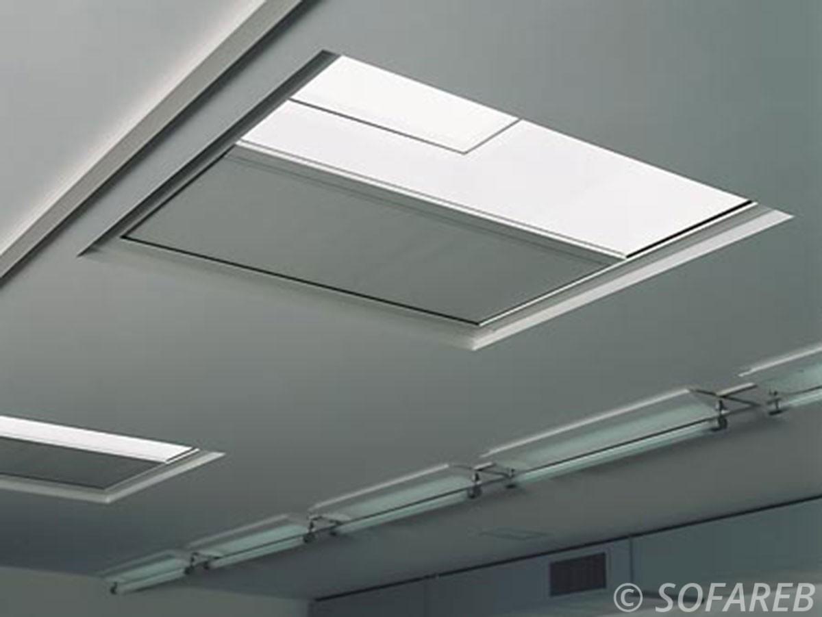 Store blanc pour velux plafond interieur occultant totalement la lumiere