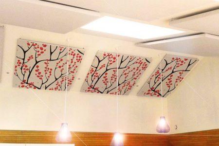 panneaux-acoustiques-personnalises-situes-au-plafond