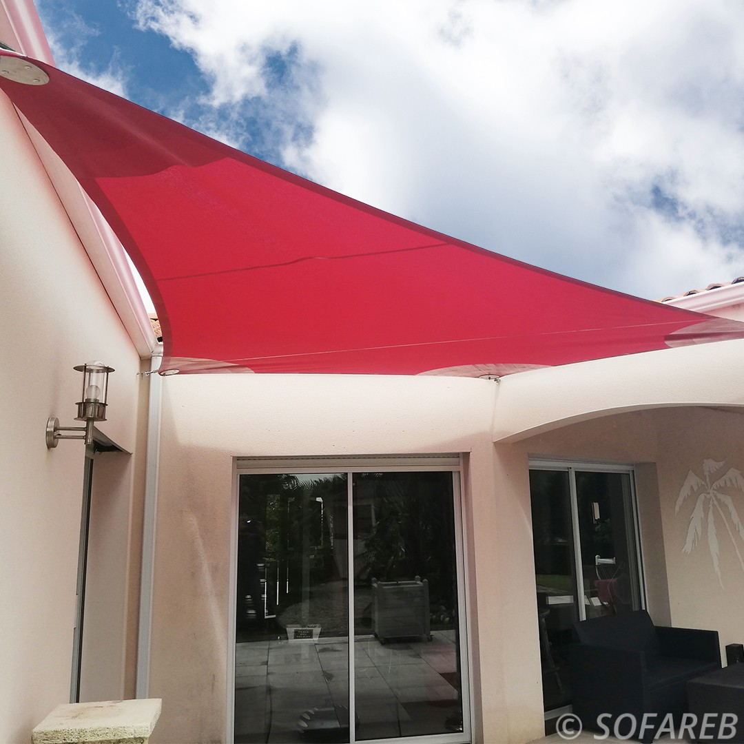voile-ombrage-triangulaire-rouge-made-in-sofareb