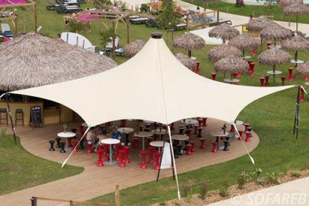 Structure-textile-au-dessus-de-la-terrasse-du-restaurant-o-gliss-park