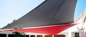 voiles ombrage triangulaires rouge et grise-v3